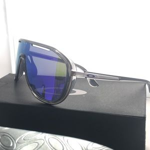 Oakley Outpace sunglass NWT